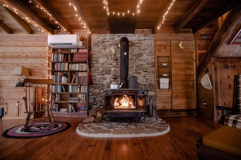 Charming Cattail Cabin Tucked in the Mountains