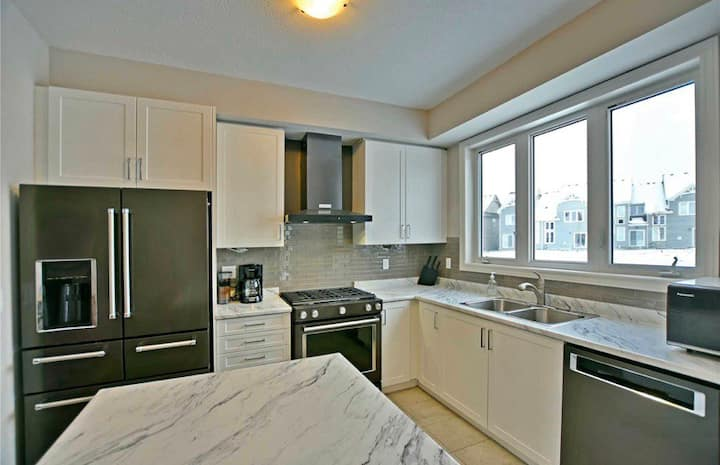 Collingwood Townhome Long Term Rental
