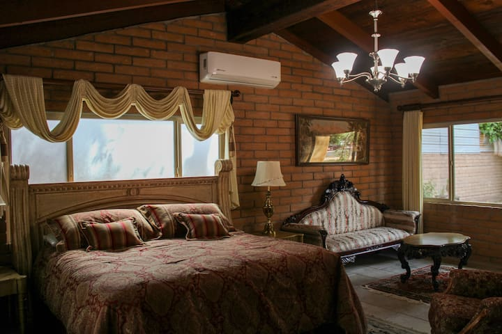 Elegant Suite With Old World Charm