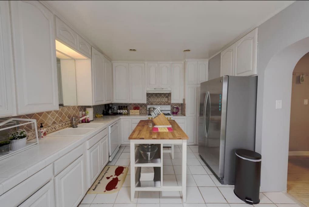 Large fully equipped chef's kitchen.