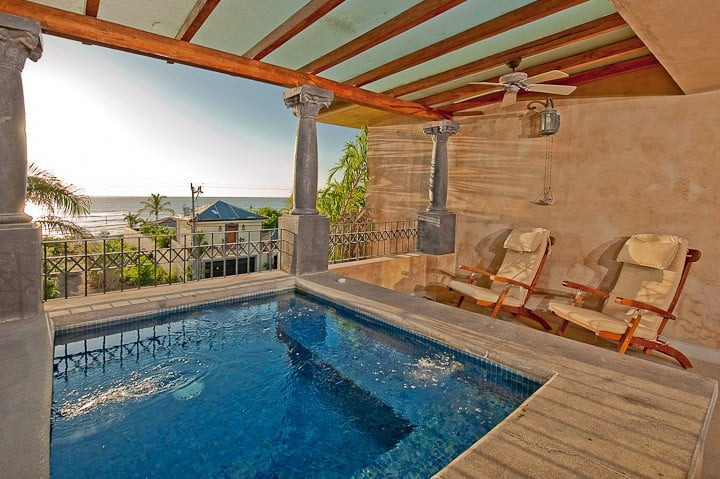 Stunning Penthouse w/ocean view & private Jacuzzi