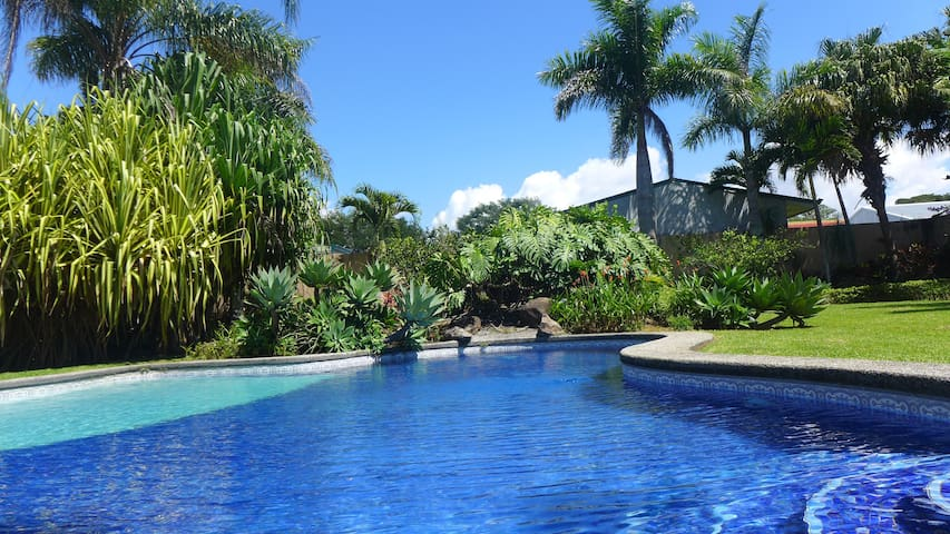 Amazing 4 bedroom pool home, La Garita 20 min SJO