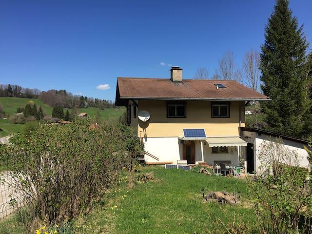 Sehr ruhiges, naturnahes Ferienhaus - Rüschegg Heubach - Huis