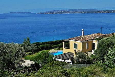 Villa Athena-Private villa with pool and sea view - Ermioni - 別荘