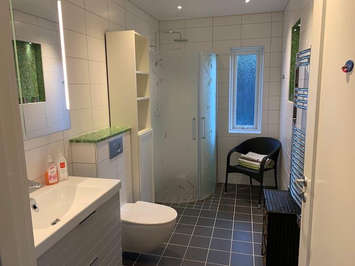 Egen lägenhet i villa i lugna Vistaberg
