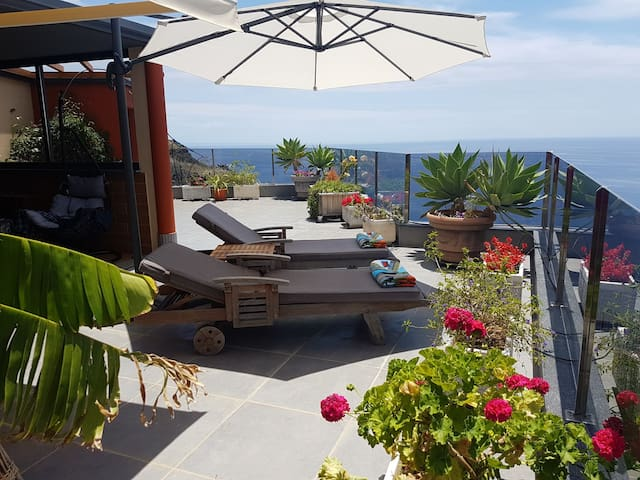 "Cliff house""Amazing Ocean view! Absolut Relaxing!"
