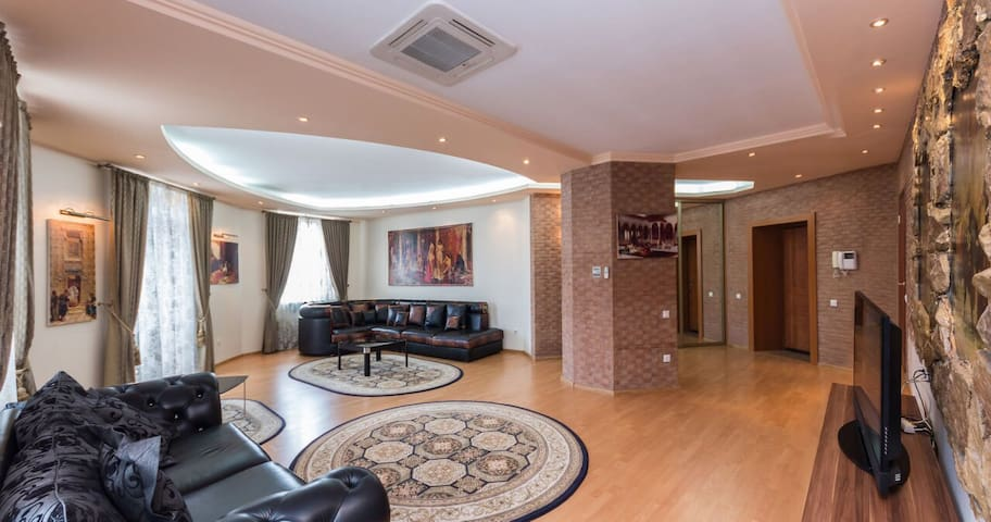 Premium 2-bedroom apartment centr - Минск