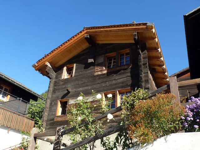 Traditional Valais Style House - Ernen - Casa