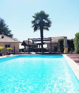 Villa avec piscine - Grand jardin entièrement clos - La Chapelle-Gonaguet - Hus