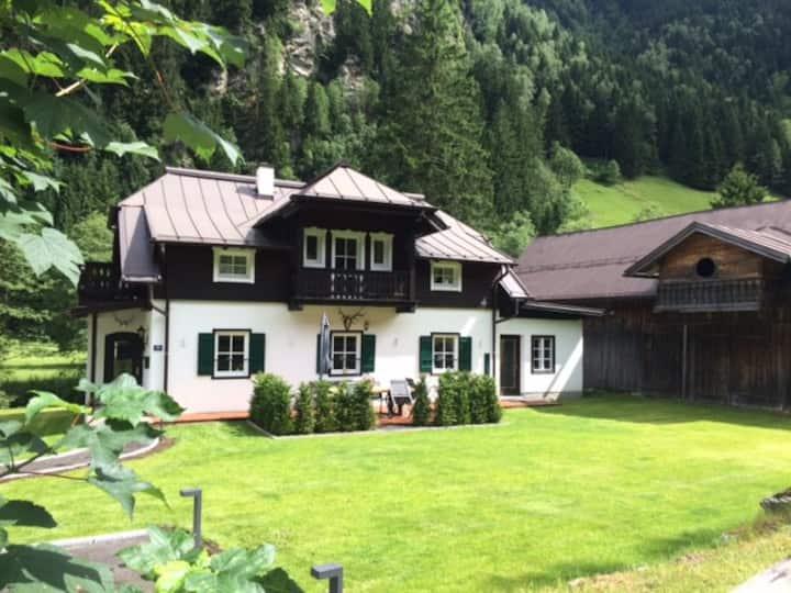 Superior Chalet Haus Felix. Zuhause in den Bergen.