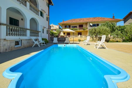 Nice private room-R1 Jonjic with swimming pool - Vodice - House