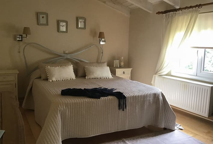 Bougainvillea -Two floor house, 80 m.from beach