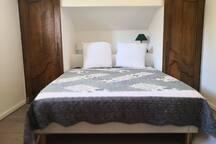 Deuxième chambre à l'étage avec lits 2 places