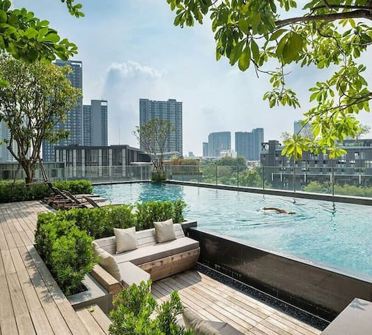 The Oasis Corner Condo On Nut Soi 77 WIFI Pool Gym - バンコク - アパート