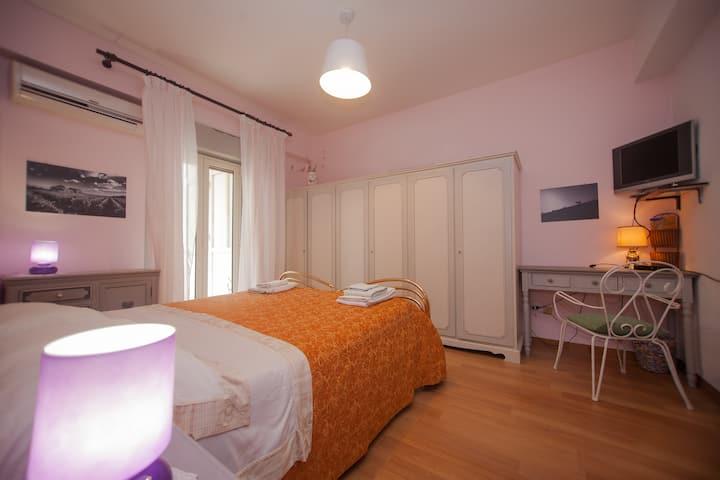 Romantic room close to sea(100m)and Taormina(15km)