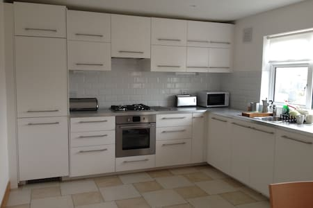 Bright 2BD House 5mins from the Sea - Wicklow - House