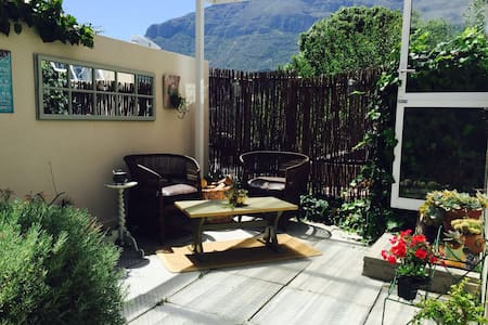 Tranquil & Romantic Courtyard Unit - Cape Town - House