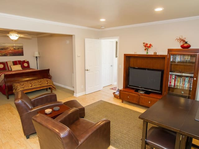 Carmel Central location!, PRIVATE 2BR Guest House!