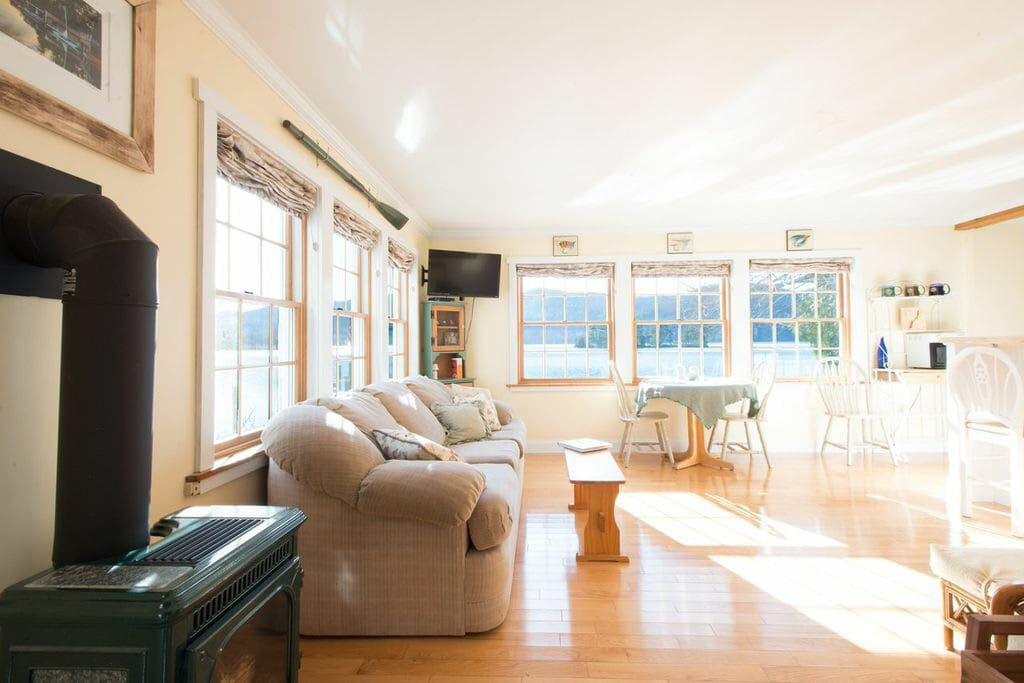 huletts landing chat rooms Great room with custom, gourmet kitchen, dining area, three bedrooms, two baths, family room  huletts landing, ny 12841 (mls # 201827525) profile searches.