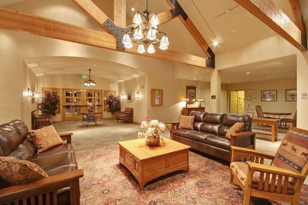 Gateway Mountain Lodge lobby