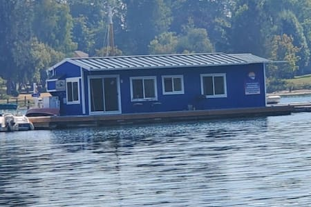 Houseboat on Quartermaster harbor, Vashon Island