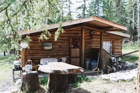 Cozy Cariboo Log Cabin Retreat on Watch Lake