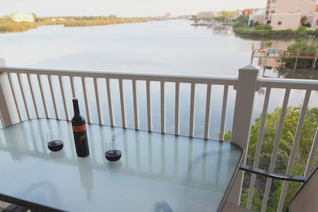 Finely Appointed Direct Waterfront  - Indian Shores - Lakás
