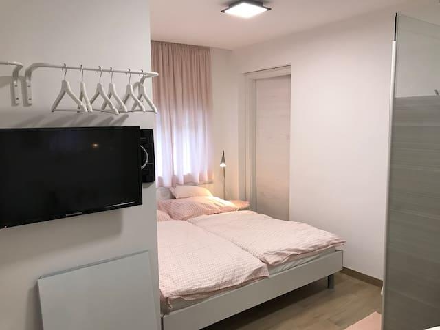 Zimmer 4 mit TV