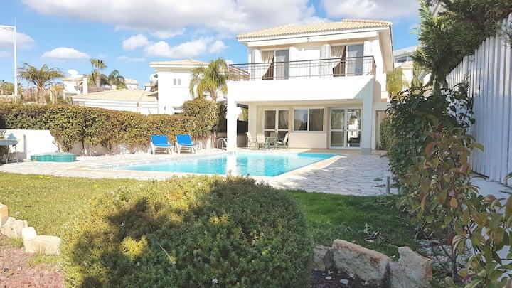 Villa Daria - Four Bedroom Walking Distance to the Beach