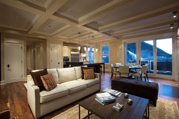 Chef's Dream Kitchen & Relaxed Mountain Gatherings @ Auberge Element 52 (SW301)