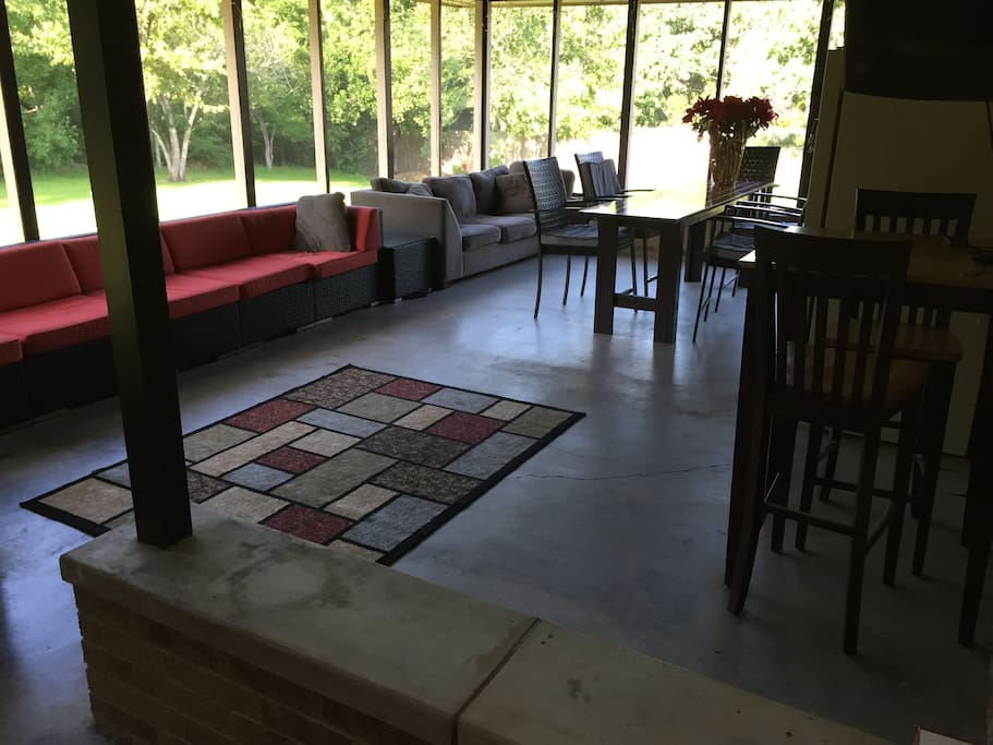large screened in porch area to entertain for parties
