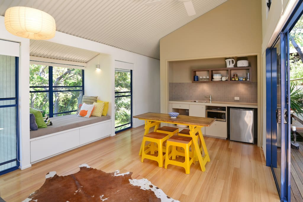 Guesthouse Kitchen/Living with single Daybed Nook