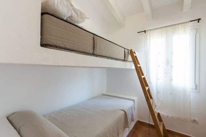 Chambre avec lits superposés (chambre 5)