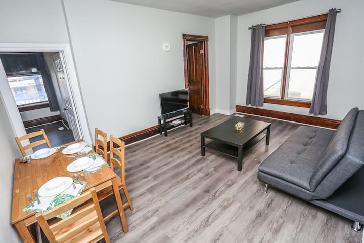 Cozy 2-bedrooms apt in Kitchener  153 B