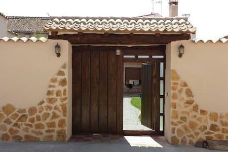 Casa Rural en la Campiña Segoviana - Nieva - Hus