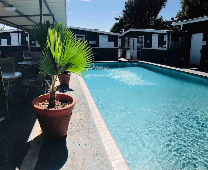 Ático pequeño/ baño privado/ acceso piscina/ WiFi