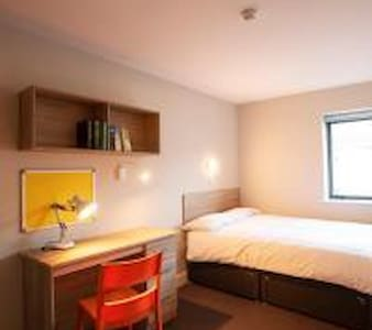 A 3 bed apartment, Galway city centre. Sleeps 6