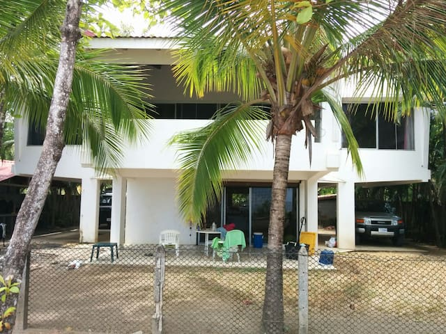 Big Marlin - Beachfront Big Family House - Sámara - Rumah