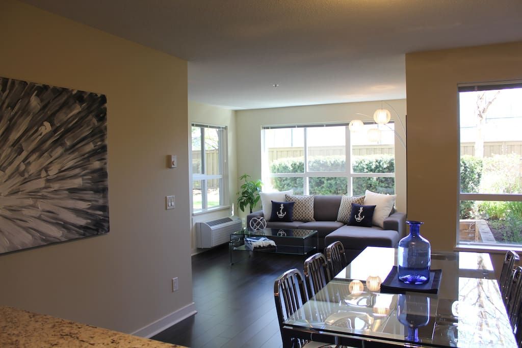 Three Bedroom Downtown Condo By Beach With Pool Apartments For Rent In Kelowna British