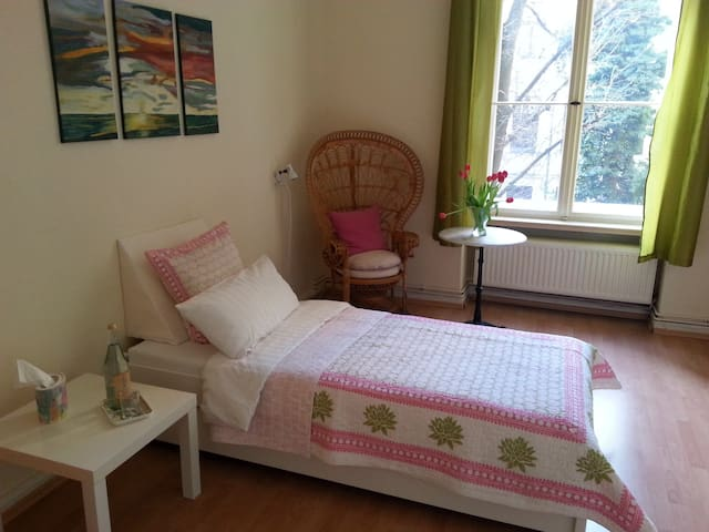 cosy room, excellently located in Kreuzberg