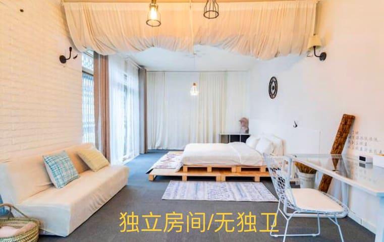 老鸟的诗· 广州塔l客村I鹭江地铁口附近的超大独立卧室,不是整套,无独卫,此问题不退款