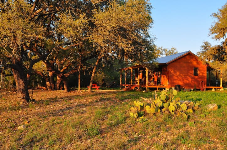 Four Sisters Ranch Cabin - Utopia - Cabin