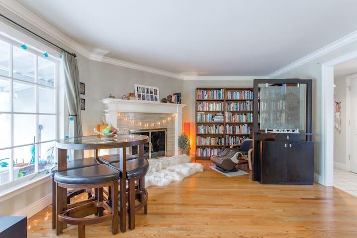 Private Room, Tempurpedic Queen Bed - Saratoga - Huis