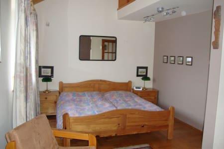 Villa Wroclaw guestroom  Choco - Breslavia
