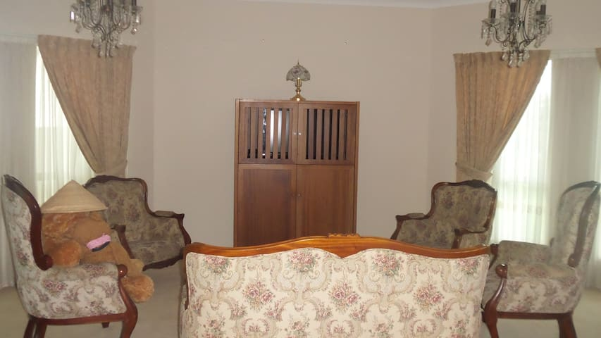 Charming home in gorgeous estate - Mansfield - House