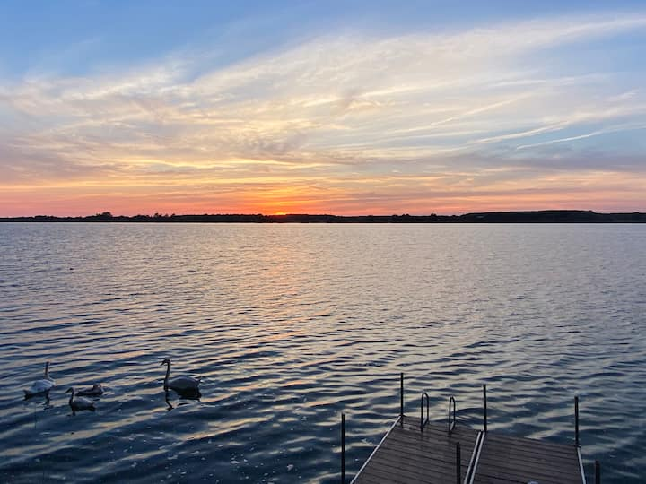 Cozy waterfront cottage with sunset views in PEC!