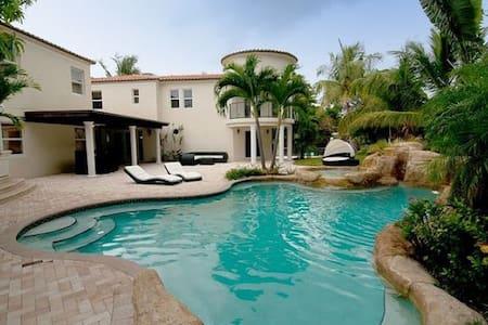 Beautiful 6 BR villa in Miami Beach! - Miami
