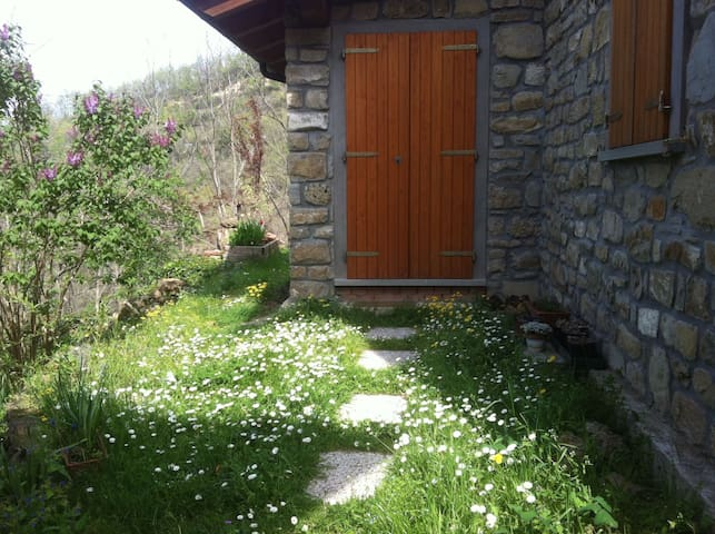converted barn 25 km from Bologna - Monterenzio - Hus