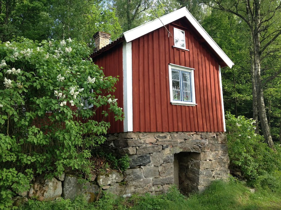 A little red cottage in the woods blockh tten zur miete in alings s v stra g talands l n - Lino 5 metre de large ...