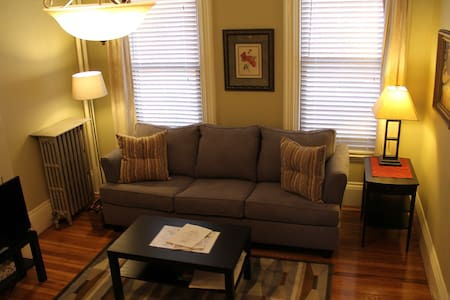 $155* L@@K* Cozy Studio Suite! 1.5 miles to center - Boston - Wohnung